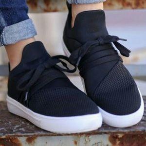 Steve Madden Lancer Black Lace Up Slip On Sneakers